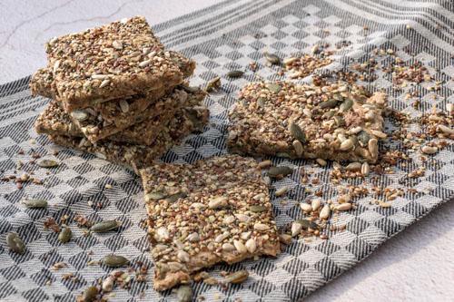 Speltcrackers met pitten en zaden