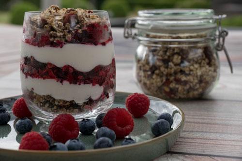 Trifle met Skyr, granola en fruit