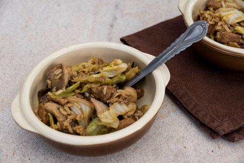 Wok met gemarineerde quorn, spitskool en paddenstoelen