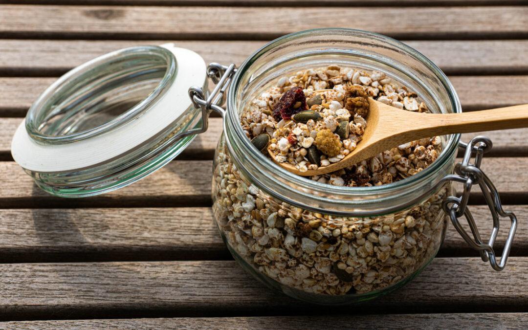 Zelfgemaakte muesli met boekweit en quinoa