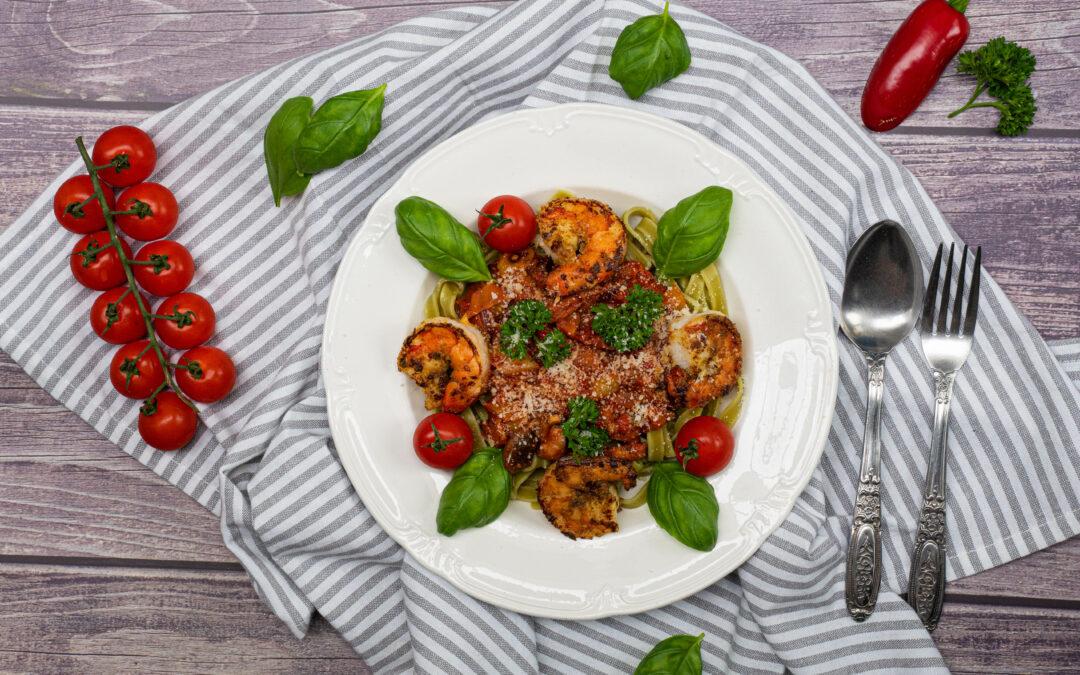 Tagliatelle met scampi en tomatensaus